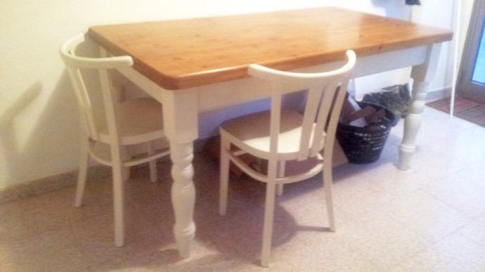 After... the table now matches the chairs which match the kitchen units. Just need to get / make some nice cushions now :-)