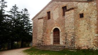 A church (I think?!) near Lago di Fiastra