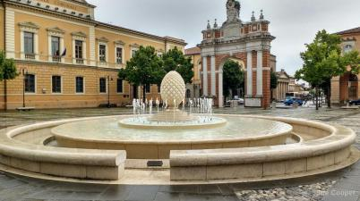 This is the main piazza in Santarcangelo